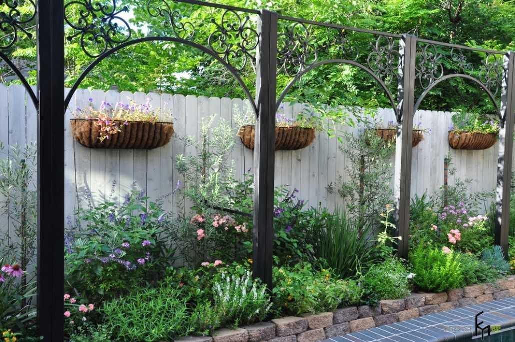садова огорожа декор паркану